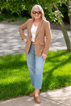 White Tee with Jeans and a Blazer Fall Outfits, Fashion Outfits, Blazer Outfits, Work Outfits, Fashion Ideas, Fashion Inspiration, Women's Fashion, Summer Denim, Spring Summer