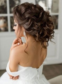 Long Wedding Hairstyles from Elstile  / http://www.himisspuff.com/long-wedding-hairstyles-from-elstile/3/