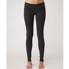 ISO Black wunder unders leggings size 6! NWT! Looking for NWT black wunder unders size 6. Reversible is ok if stitching on black side is still black/if the reversed side is only different in the waistband. But rather would have plain black!!!! *FULL LENGTH ONLY. Not cropped! lululemon athletica Pants Leggings