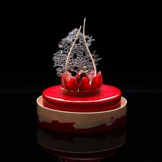 A ucraniana Dinara Kasko é especialista em fazer doces que mais parecem obras arquitetônicas, de tão complexas e exuberantes. Ela é capaz de criar estrutura