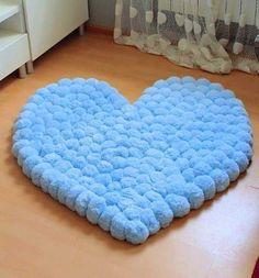 Adorei esse tapete super fofo de pompom! Ótimo para o quarto da criançada! 🤗👦👧💙 GOSTOU? DÊ 2X NA TELA! ♡ ————————————————————— » Siga nosso…