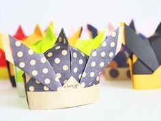 【折り紙】若武者かぶと | 大人の折り紙インテリア  Samurai Warrior Helmet Origami And Kirigami, Diy Origami, Origami Tutorial, Boys Day, Child Day, Paper Art, Paper Crafts, Crafts For Kids, Arts And Crafts