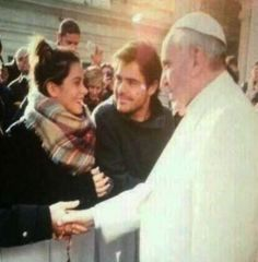 Martina Stoessel, attrice di Violetta, incontra il Papa - Spettegolando