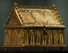 Exquisite gold casket, one of the few extant belongings of Isabella of France, Queen consort of England as wife of Edward II.