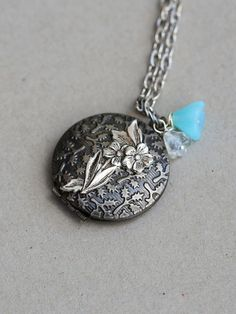This is an interesting inspired silver flower locket. This locket measures 28mm or 1 Measurements: Locket on an 18 inch silver plated chain with