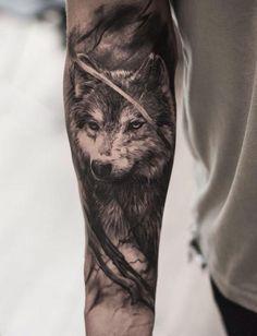 Precioso tatuaje de un lobo