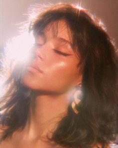 Dromerig ✨ Solmaz Saberi, Dromerig ✨ Solmaz Saberi, the Gold Aesthetic, Aesthetic Makeup, Aesthetic Vintage, Aesthetic Girl, Aesthetic Grunge, Aesthetic Fashion, Face Aesthetic, Aesthetic People, Aesthetic Beauty