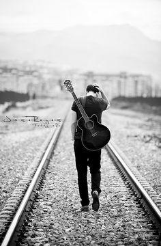 Javi lara, man with guitar feel photo guitar, guitar boy и guitar photograp Senior Boy Photography, Musician Photography, Photography Themes, Photography Poses For Men, Acoustic Guitar Photography, Guitar Boy, Music Collage, Reportage Photo, Senior Pictures Boys