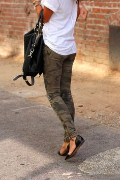 2e7cb270d6538 When you& going to be out and about, put on a pair of camo bottoms with a  loose top. Dress it up with a stylish pair of flats and matching purse.