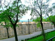 Pamplona's medieval city walls are among the best preserved in Europe. Beautiful Places In Spain, Pamplona, Medieval, Walls, Europe, Outdoor Structures, City, Travel, Voyage