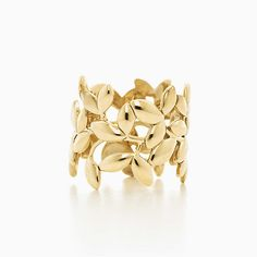 Paloma Picasso® Olive Leaf band ring in gold. I absolutely love this ring, a symbol of peace and abundance. And the fact that I love love love olives and gold. Just wish it wasn't so damn expensive! Cute Work Outfits, New Outfits, Fashion Outfits, How To Become Pretty, Fashion And Beauty Tips, Signature Look, Schmuck Design, Crazy Shoes, Girly Things