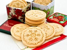 Buttery melt-in-the-mouth Shortbread Stamped Cookies using only 4 simple ingredients. A beautiful and delicious addition to any holiday. (Makes 12 shortbread stamped cookies) Galletas Cookies, Shortbread Cookies, Springerle Cookies, Pecan Cookies, Stamp Cookies Recipe, Pastry Blender, Salted Butter, Peanut Butter, Christmas Treats