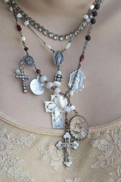 Beaded Jewelry, Fine Jewelry, Jewelry Making, Unique Jewelry, Strass Vintage, Ruby Bracelet, Button Bracelet, Do It Yourself Jewelry, Chelsea