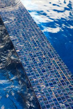 Bisazza glass tiles on a spa wier Hotel Swimming Pool, Swimming Pool Tiles, Swimming Pool Designs, Pool Quotes, Oasis Pool, Small Inground Pool, Pool Builders, Dream Pools, Glass Mosaic Tiles