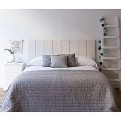 Love the grey bedspread All White Bedroom, Gray Bedroom, Trendy Bedroom, Master Bedroom, Bedroom Decor, Bedroom Ideas, Cosy Room, Guest Bedrooms, Decoration
