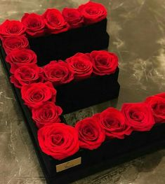 Flower Box Gift, Flower Boxes, Hookah Lounge Decor, Dyi Flowers, Rose Gift, Luxury Flowers, Alphabet Design, Rose Wallpaper, Be My Valentine