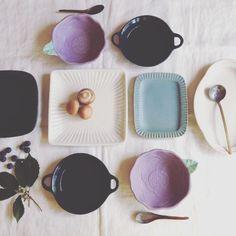 益子焼よしざわ窯がつくる手作りの益子焼・陶器、カップ・皿・ボウル・小物を通販・販売、また卸売りしています。 Kitchen Items, Kitchen Decor, Ceramic Design, Handmade Pottery, Pottery Art, Room Interior, Porcelain, Clay, Plates
