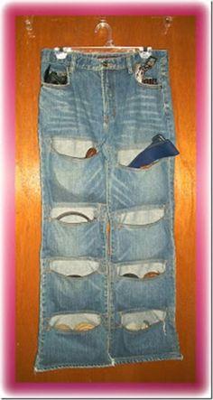 Quem não tem em casa aquele jeans usado que nem serve mais em você ou que você…