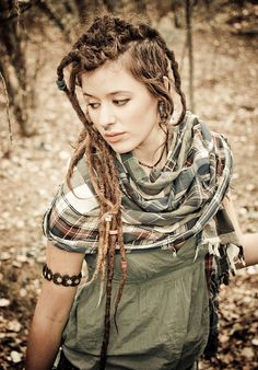 Goths in dreadlocks, anyone? I don't think I can pull it off but it sure looks awesome. :: #dreadstop