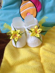 """Купить Пинетки """"желтая лилия"""". - пинетки, пинетки для новорожденных, пинетки для девочки, пинетки в подарок Crochet Baby Socks, Crochet Baby Booties, Crochet Hats, Baby Shoes, Kids, Patterns, Templates, Crocheting, Tejidos"""