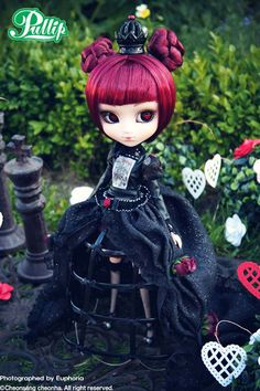 Lunatic Queen doll by Groove