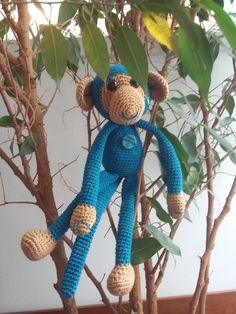 ein gehäkelter Affe mit nur 35 cm