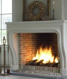 a fireplace to wish for Fireplace Hearth, Fireplace Surrounds, Fireplace Design, Fireplaces, Country Interior, Interior And Exterior, Inspiration Room, Decorating Your Home, Interior Decorating