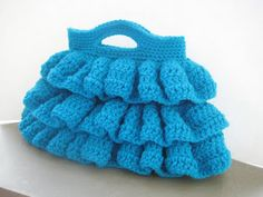 Crochet Dreamz offers this gorgeous pattern FREE on her blog!  ♥  I want one in turquoise, purple, hot pink.....