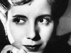"""Esa mirada de Evita"" ,por Anne Marie Heinrich."