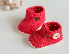 CROCHET PATTERN Crochet Baby Booties Bow Booties por CrobyPatterns