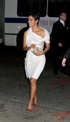 Halle Berry Radiates In White   CocoPerez.com