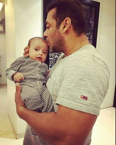Aww! #ArpitaKhan Just Posted The Most Adorable Photo Of Baby Ahil With Salman…