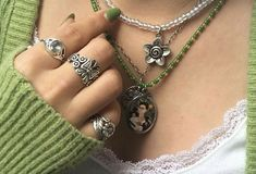 Grunge Jewelry, Hippie Jewelry, Cute Jewelry, Jewelry Rings, Jewelry Accessories, Mode Collage, Piercings, Kleidung Design, Mode Hippie