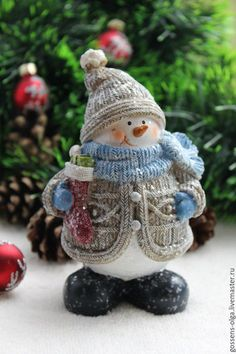 look at this sitting snowman Christmas Items, Christmas Snowman, Christmas And New Year, All Things Christmas, Winter Christmas, Christmas Crafts, Christmas Ornaments, Sock Snowman, Diy Snowman