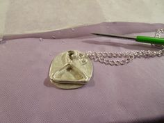Ciondolo in argento  simbolo moda - Gruccia Disponibile su richiesta