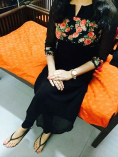 Salwar Pattern, Kurti Patterns, Simple Kurta Designs, Stylish Dress Designs, Kurtha Designs, Blouse Designs, Indian Designer Outfits, Indian Outfits, Indian Dresses