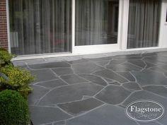 Mooie natuurstenen vloer met flagstones Alta Kwartsiet. Mooi groot van formaat.
