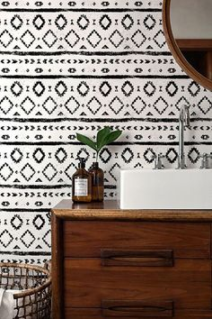 This black and white wall paper in this bathroom is so amazing. Such a fun wall.