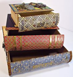 http://thegentlemancrafter.typepad.com/the-gentleman-crafter/2012/01/stacking-book-drawers-done.html?pintix=1