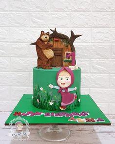 Masha and the bear cake charcters Masha Cake, Masha Et Mishka, Marsha And The Bear, Isomalt, Bear Cakes, Fondant Cakes, Cake Toppers, Cake Decorating, Berries