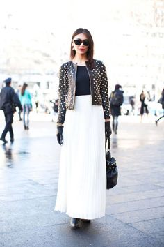 Black and white is anything but boring with pleats and spots #streetstyle