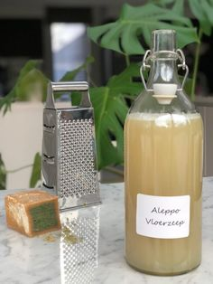 Lenteschoonmaak 'Zero Waste style' + recept vloerzeep. - Anne Drake Diy Cleaning Products, Cleaning Solutions, Cleaning Hacks, Zero Waste Store, Natural Cleaners, Soap Recipes, Back To Nature, Spring Cleaning, Drake