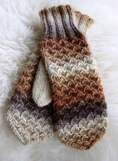 Ohje mallineuleeseen: knitting pattern for these mitts Loom Knitting, Knitting Socks, Knitting Stitches, Knitting Patterns Free, Free Knitting, Free Pattern, Fingerless Mittens, Knitted Gloves, Ideas