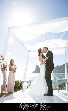 {Toni & Bari} Such a magical moment - White ocean view ceremony