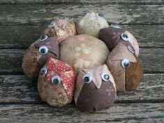 Owl pin cushion. Like I'm ever gonna make this. But still ... cutie pie.