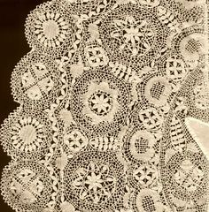 Gozo lace: an introduction to lacemaking in the Maltese Islands    by Consiglia Azzopardi
