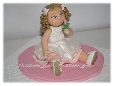 Topo de bolo. Modelagem em pasta de açúcar.  Baptismo de Menina