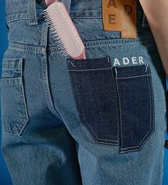 Ader Pocket and embroidery detail Denim Ideas, Denim Trends, Sup Girl, Denim Fashion, Fashion Outfits, Look Jean, Look Street Style, Merian, All Jeans