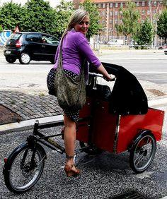 Bella Bella Bike    Cargo bike Copenhagener on her Bellabike.