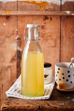 Így készül a tökéletes gyömbérszörp | Street Kitchen Glass Of Milk, Vegan, Drinks, Food, Syrup, Meal, Eten, Drink, Meals